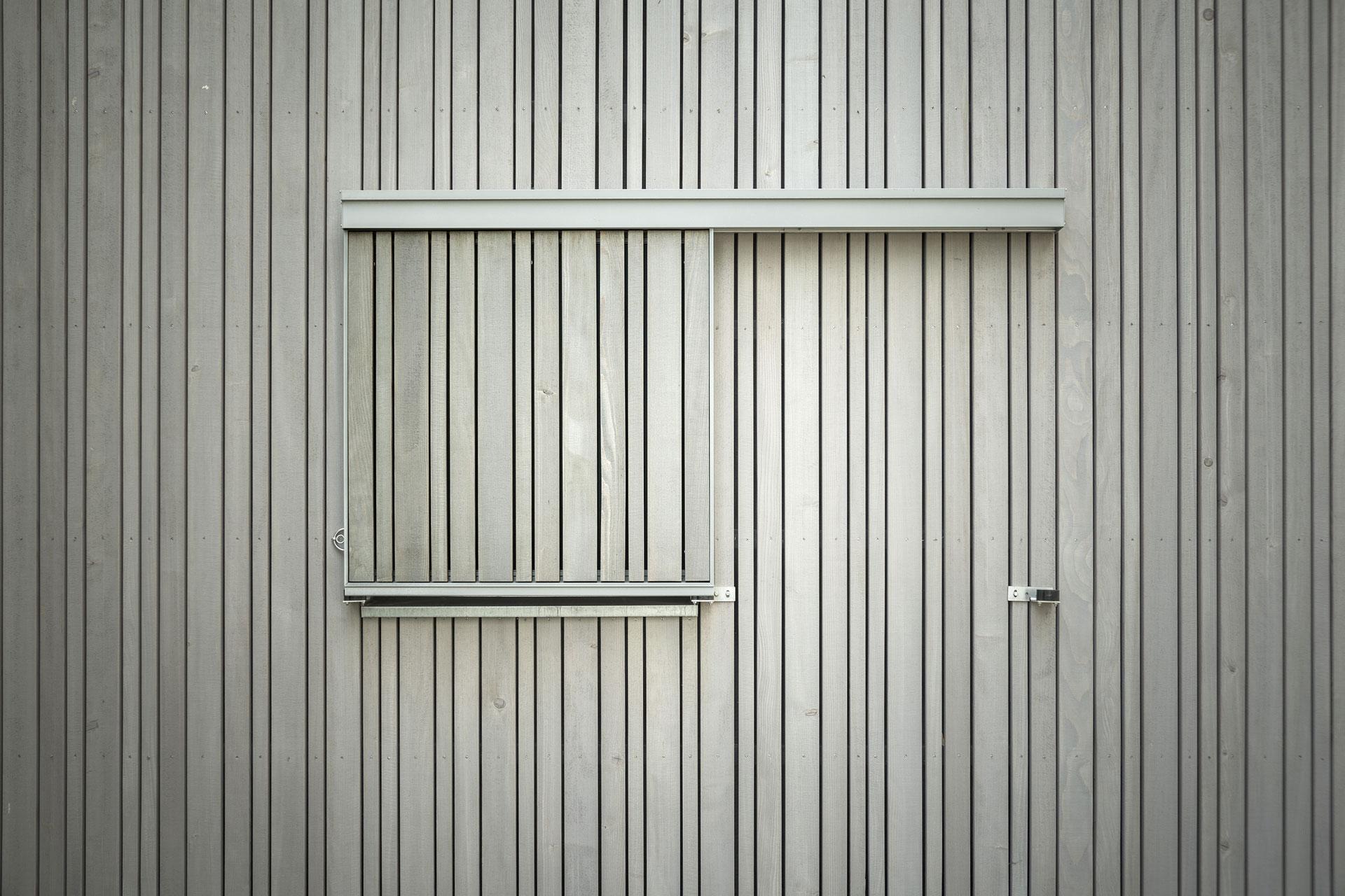 Fassadearbeiten am Ferienhaus im Landkreis NWM